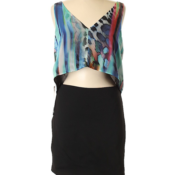 bebe Dresses & Skirts - BEBE V nrckline casual dress M
